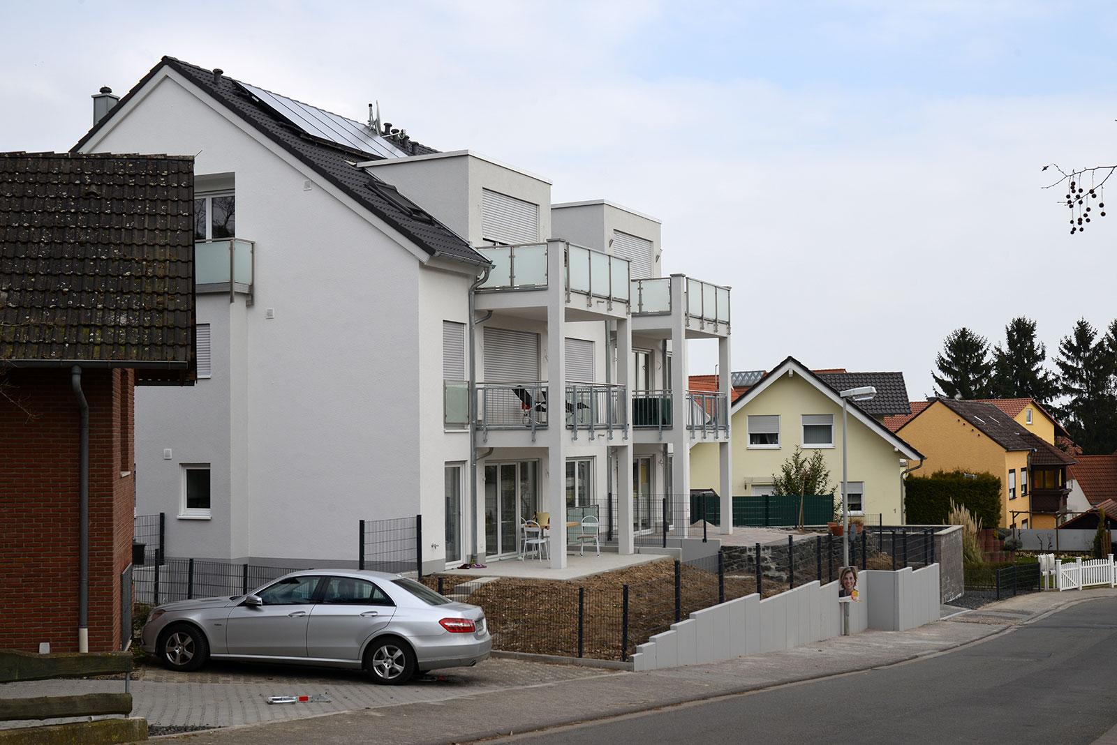 Neue Häuser in der nächsten Umgebung
