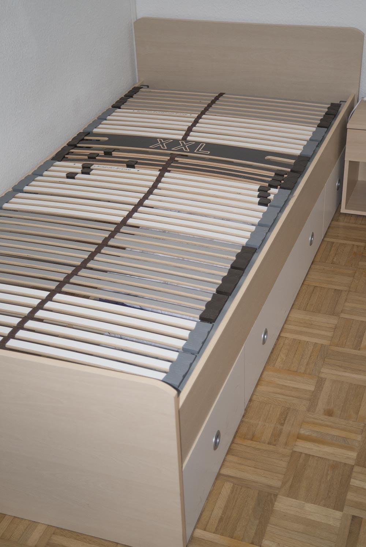 Das Bett mit praktischen Schubfächern