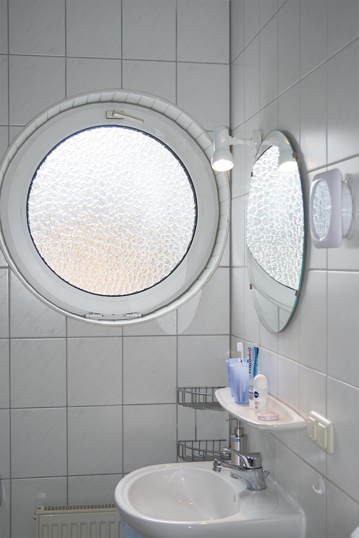 Das Fenster im Badezimmer