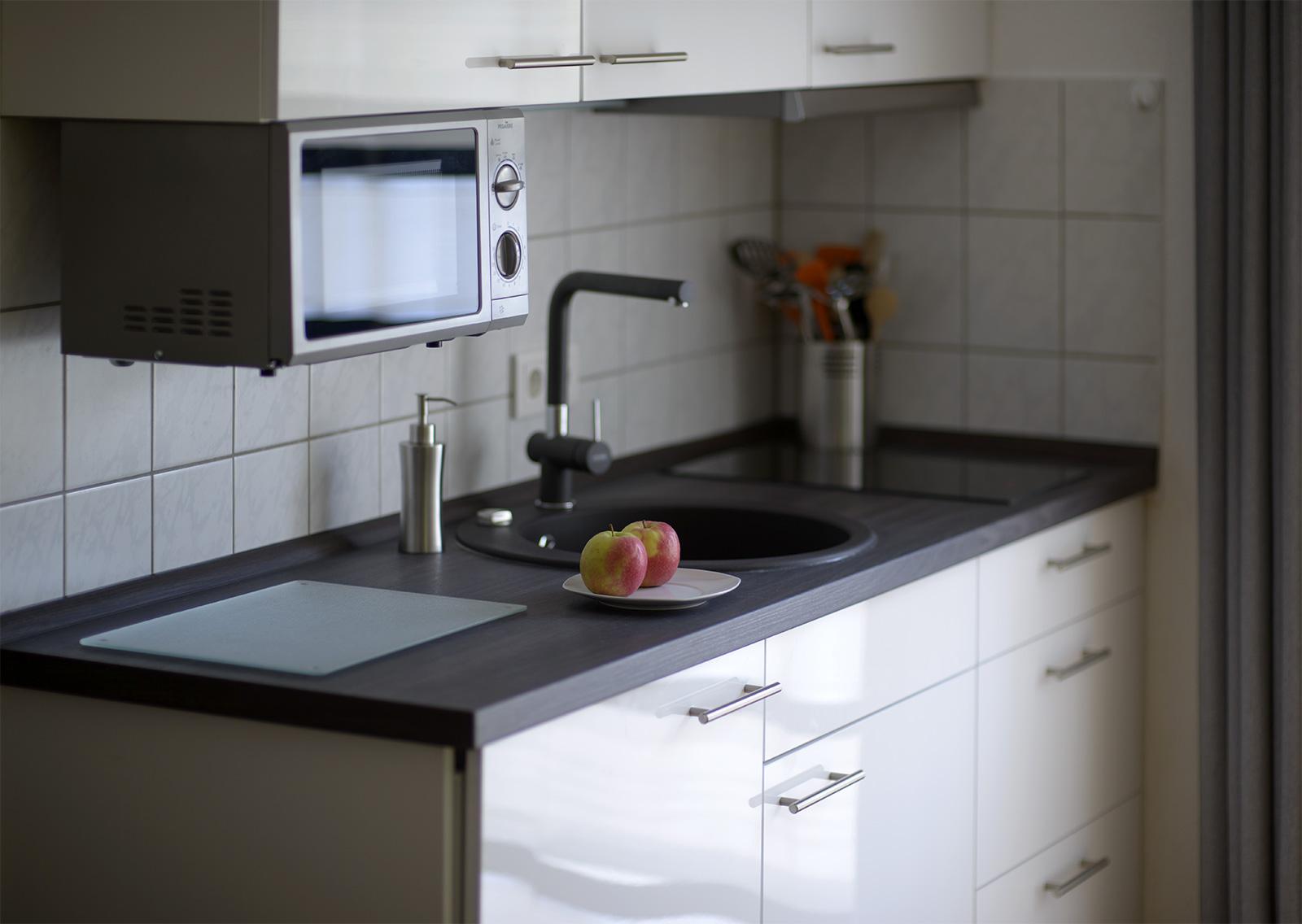 Küche mit Mikrowelle